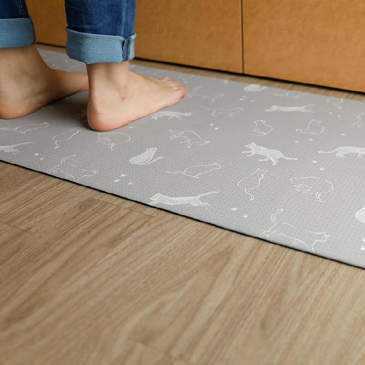 CB tutum 抗菌廚房軟踏墊180X45 | 日本人氣插畫家圖案設計用水擦拭即可輕鬆清潔添加抗菌劑可安心使用柔軟觸感踩踏達到腳部減壓