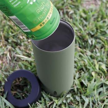 CB GOMUG系列 寶特瓶保冷杯720ml   將罐裝飲料放入保持溫度不會弄濕桌子,辦公室的好選擇橡膠材質底部,防滑不必擔心刮花桌面